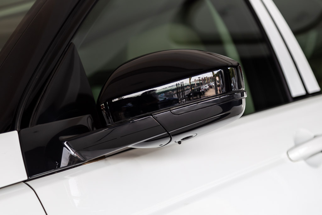 2019-Land-Rover-Discovery-Sport-HSE-White-32