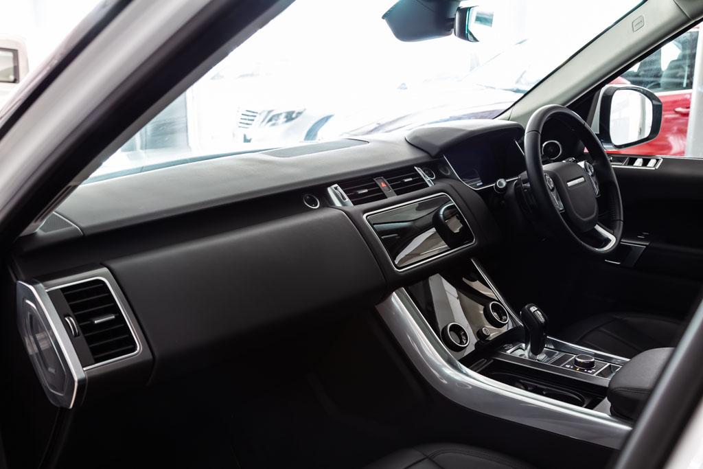 2019-Range-Rover-Sport-Se-White-15