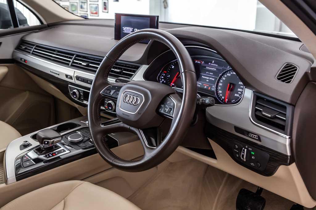 Audi-Q7-Premium-Plus-19