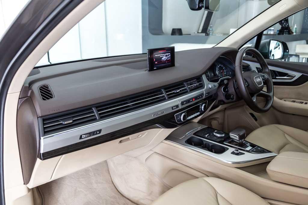 Audi-Q7-Premium-Plus-28