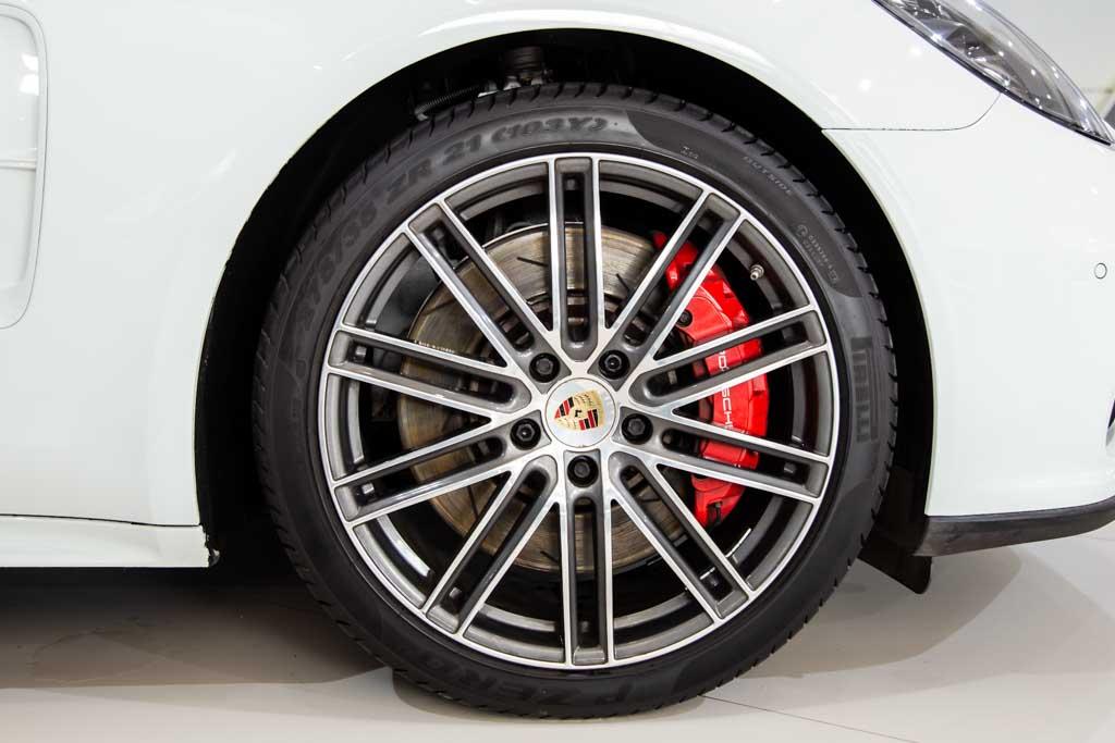 BBT-1-Porsche-Panamera-Turbo-6