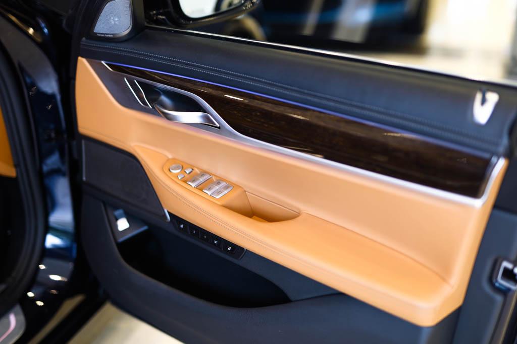 BMW-7-series-BLue-18