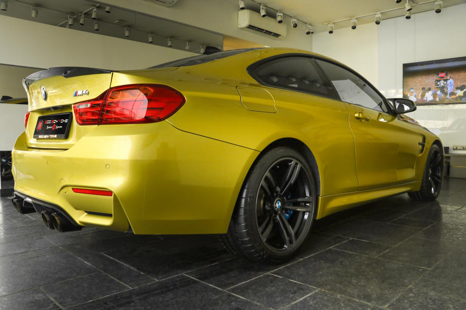 BMW-M4-Yellow-(3-of-9)