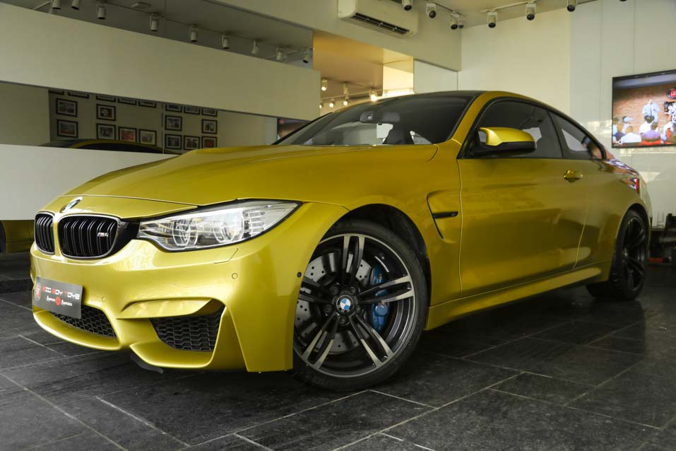 BMW-M4-Yellow-(7-of-9)