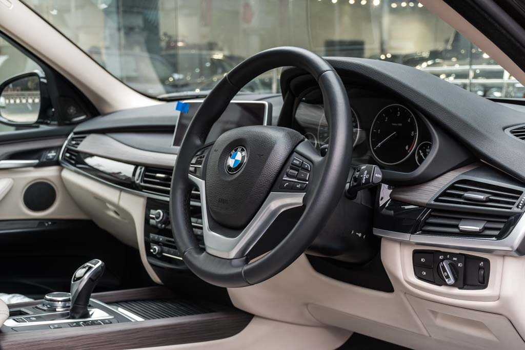 BMW-X5-Brown-BIG-SCREEN-10