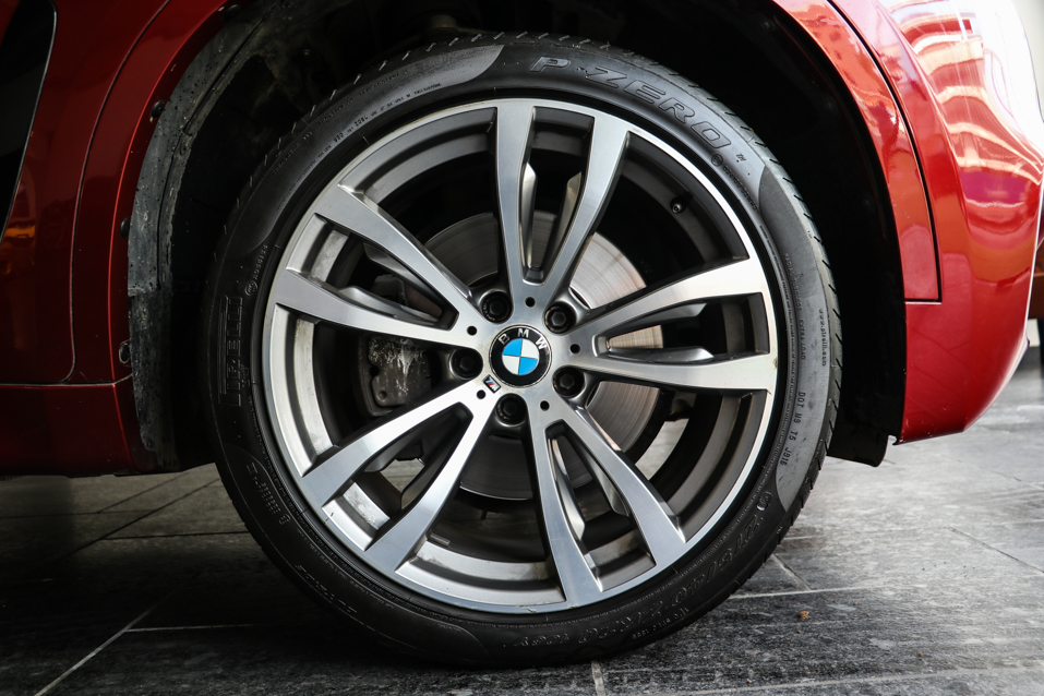 BMW-X6-Red-(23-of-32)