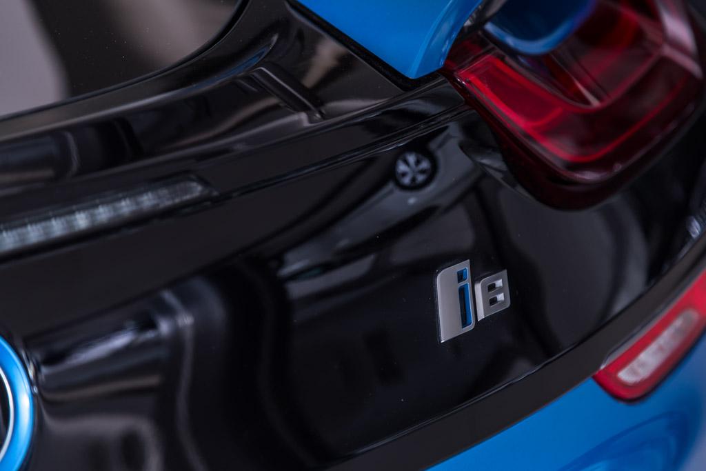 BMW-i8-Protonic-Blue-Metallic-25-new