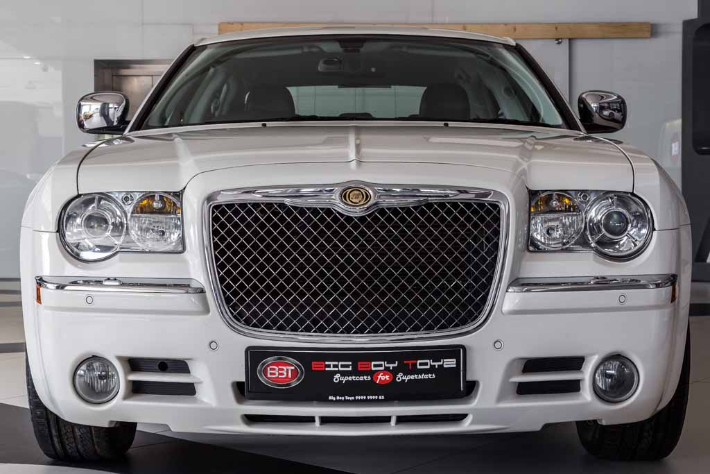 Chrysler-300C-White-1