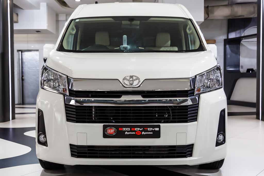 Commuter-Toyota-white-1