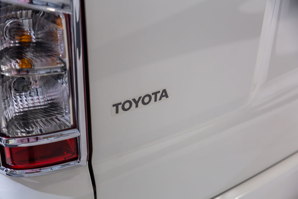 Commuter-Toyota-white-33
