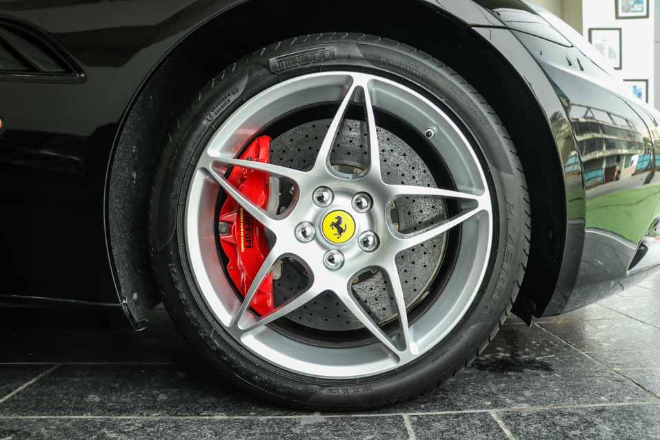 Ferrari-California-Black-(29-of-44)