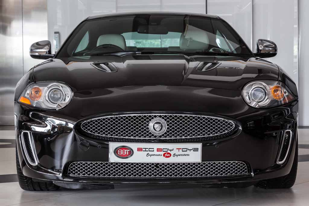 Jaguar-XKR-Coupe-Black-1