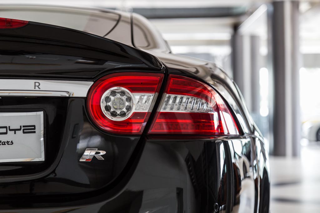 Jaguar-XKR-Coupe-Black-12