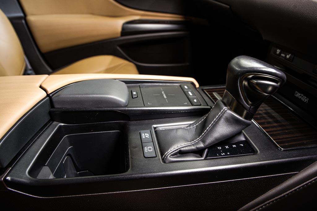 Lexus--ES300H-HYD-07190