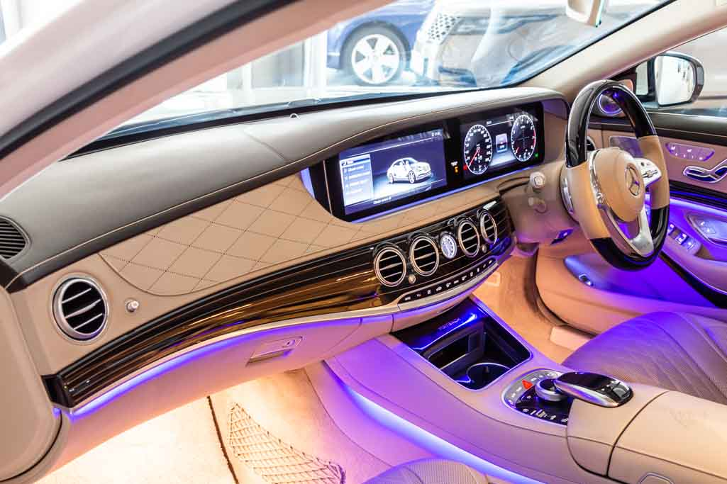 MERCEDES-MAYBACH-S560-21