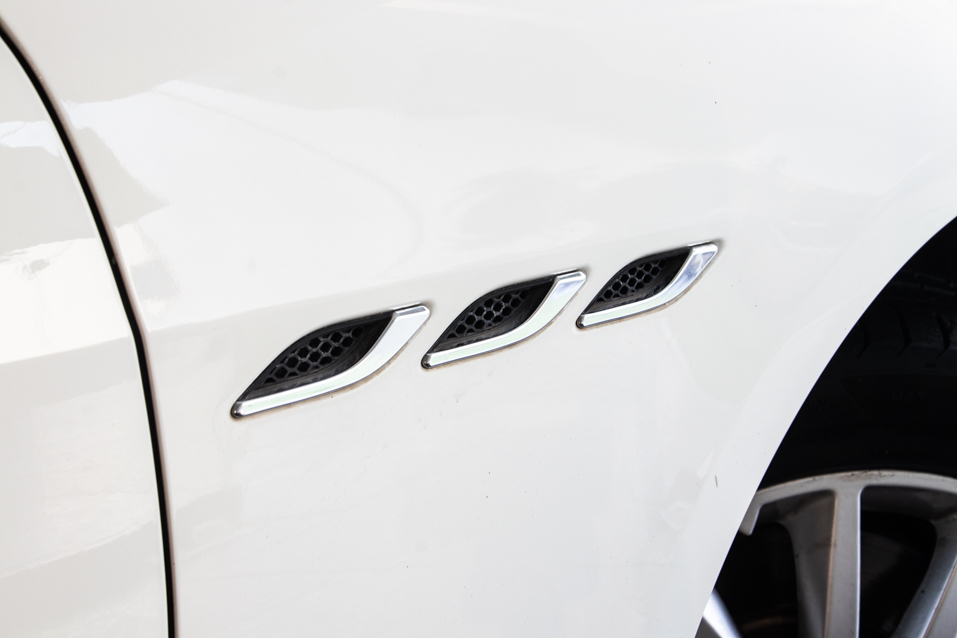 Maserati-Ghibli-White-(58-of-31)