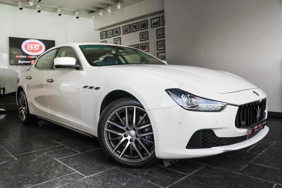 Maserati-Ghibli-White-Blueinteriors-(7-of-38)