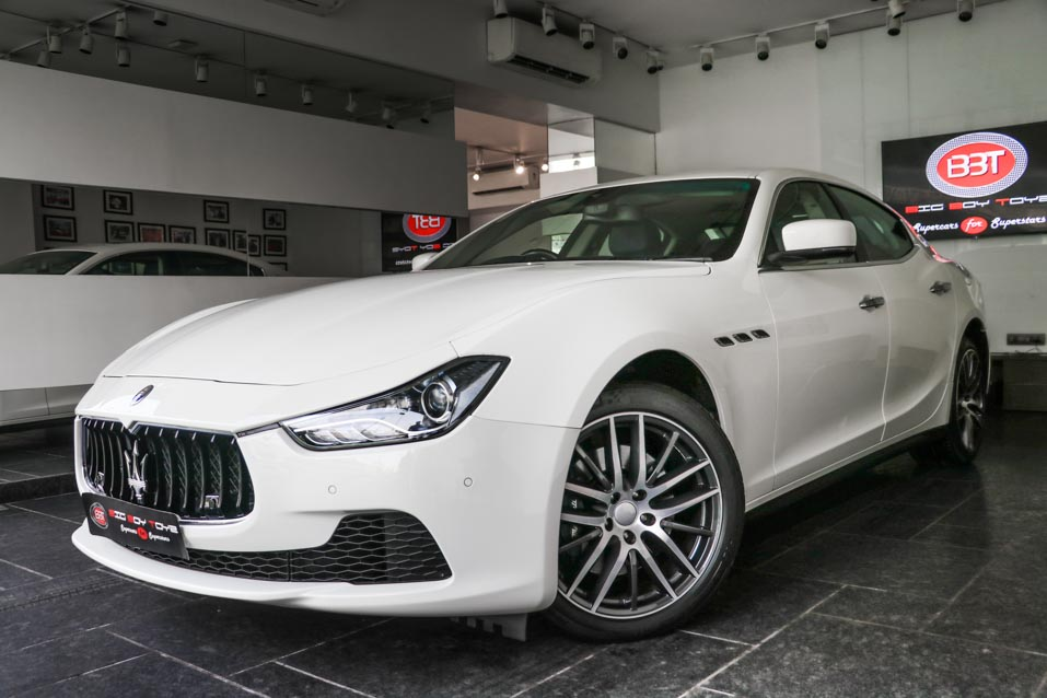 Maserati-Ghibli-White-Blueinteriors-(8-of-38)
