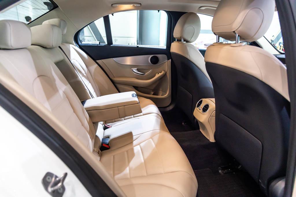 Mercedes-Benz-C220d-White-14