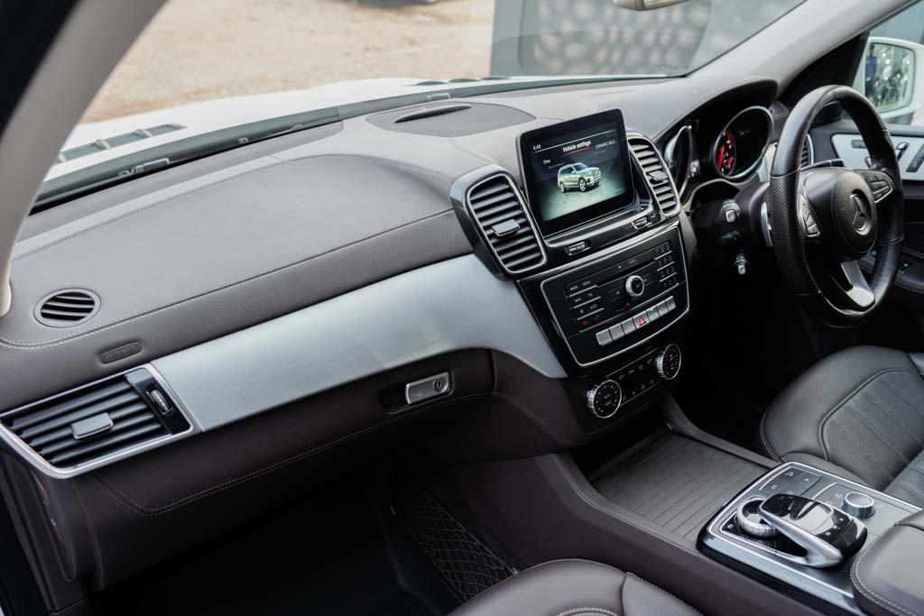Mercedes-Benz-GLS-White-30