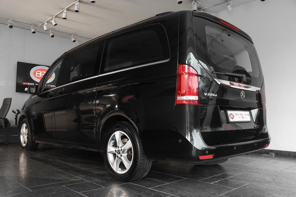 Mercedes-Benz-VClass-Black-(29-of-32)