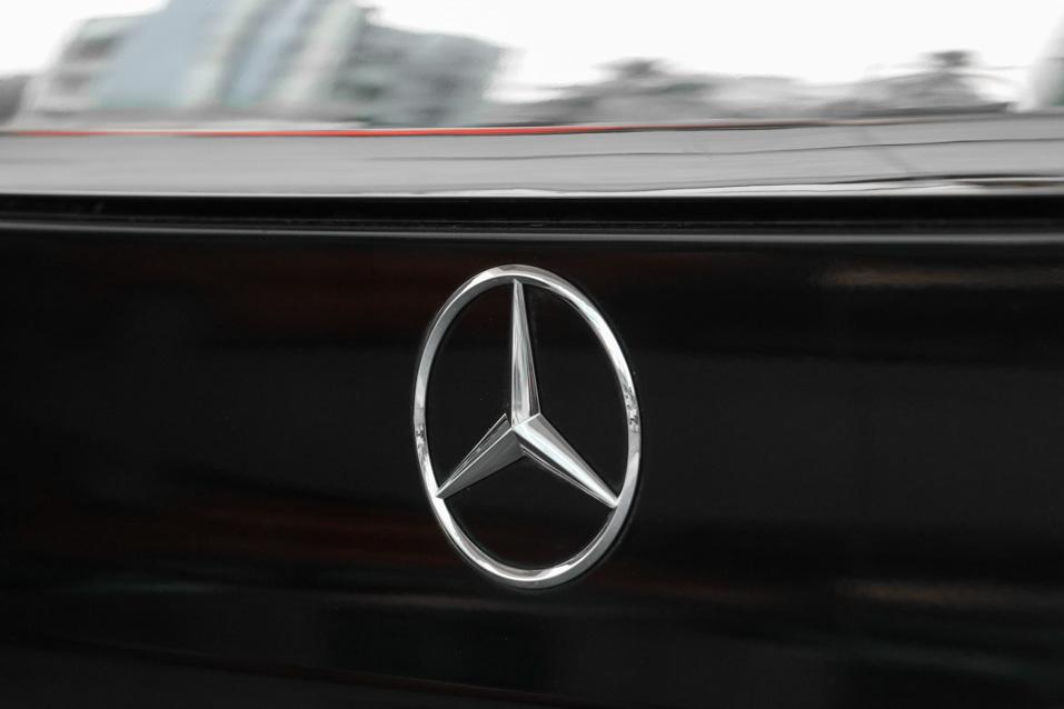 Mercedes-Benz-VClass-Black-(31-of-32)