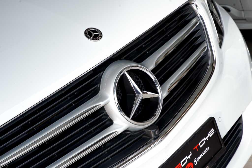 Mercedes-V220-White-01921