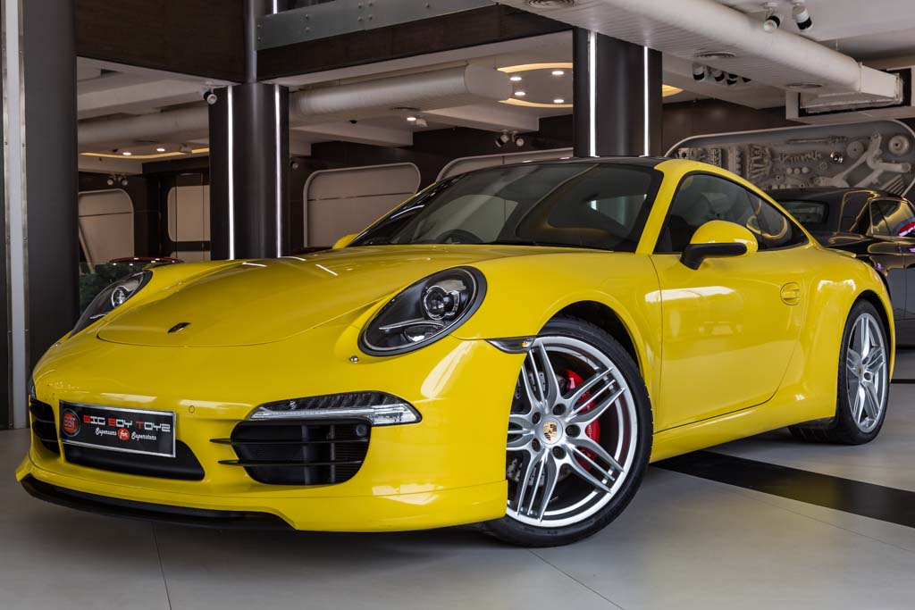 Porsche-911-Carrera-S-Racing-Yellow-3