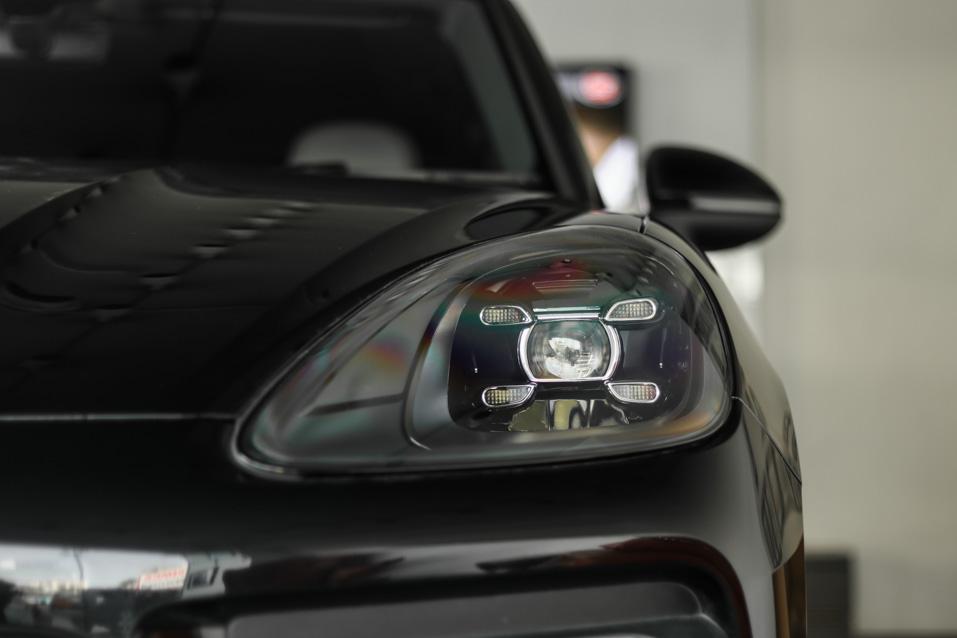 Porsche-Cayenne-Black-(6-of-35)