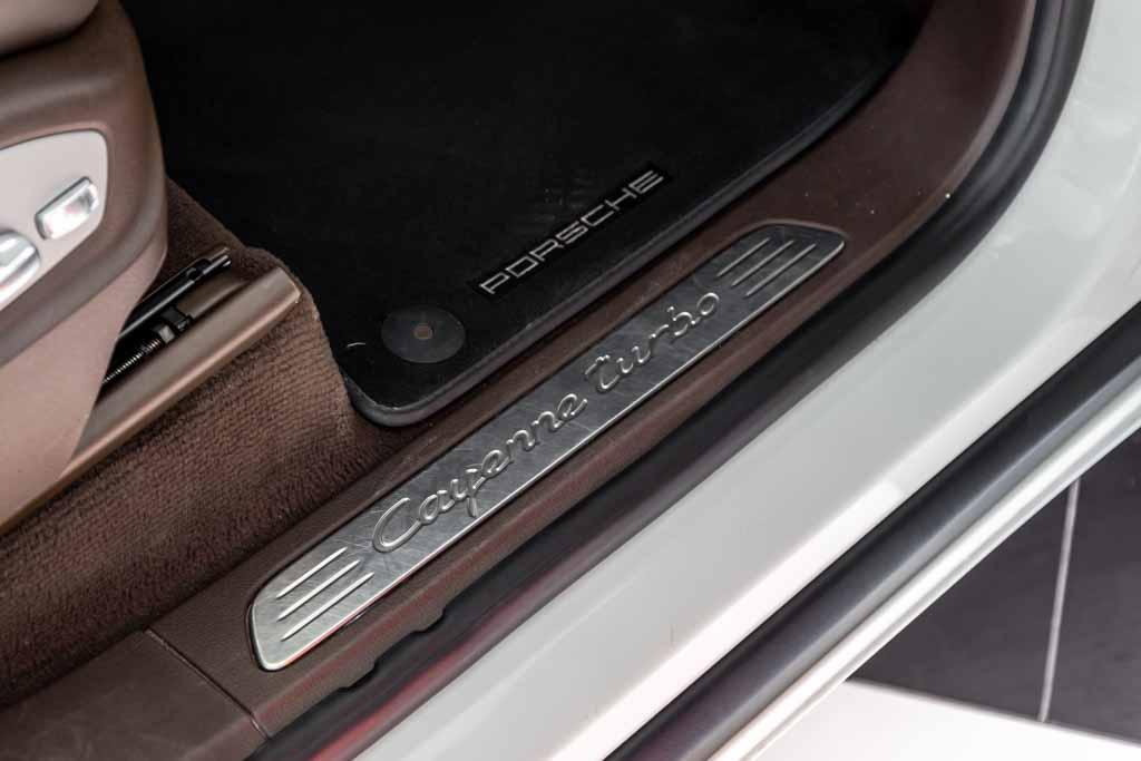 Porsche-Cayenne-Turbo-White-(10-of-30)