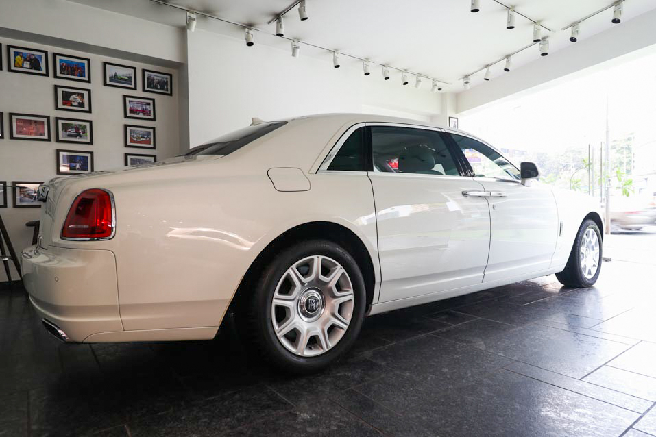 RollsRoyce-Ghost-White-LWB--(7-of-38)